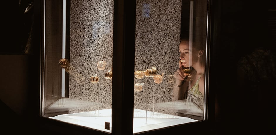 Vogue's Rickie De Sole takes in jewels, including some worn by Elizabeth Taylor, Sophia