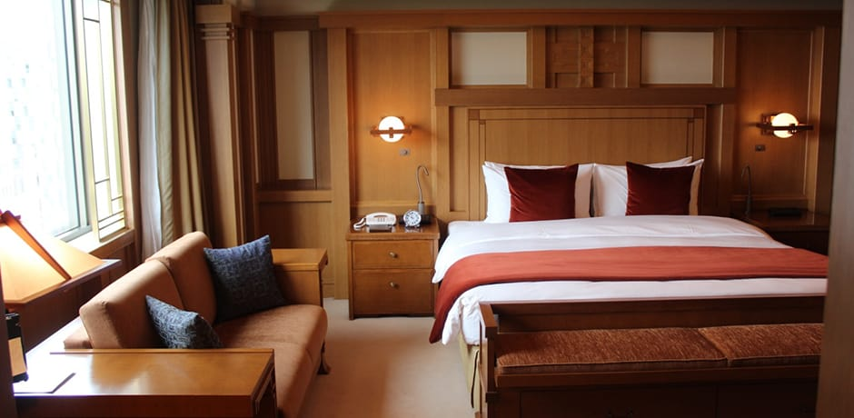 The Frank Lloyd Wright Suite at the Imperial Hotel Tokyo was the only hotel room designed by the late architect. Its lines are very harmonious.