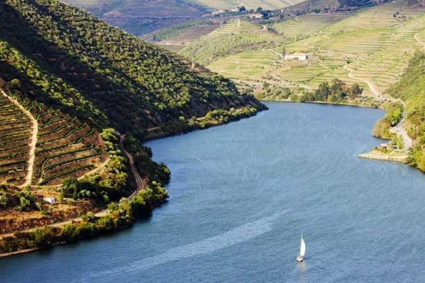 Hero-H-Portugal-Six-Senses-Douro-Valley-07Sailing_through_Douro_River_6104-ORIGINAL