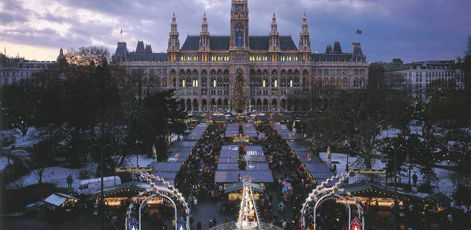 The world-famous Christmas markets in Vienna run up to Christmas Eve. Courtesy Austrian Tourism Board.