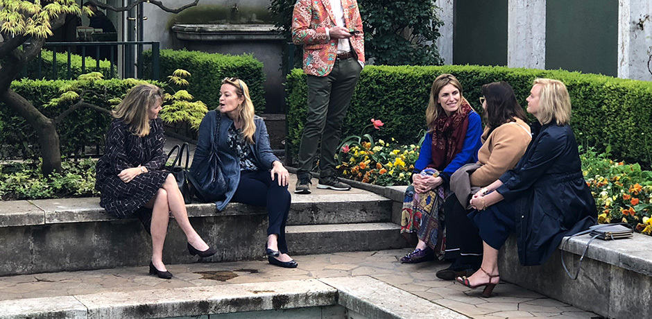 Melissa Biggs Bradley and Martina Mondadori Sartogo chat with members of the Insider Journey in the garden of the Villa Necchi Campiglio.