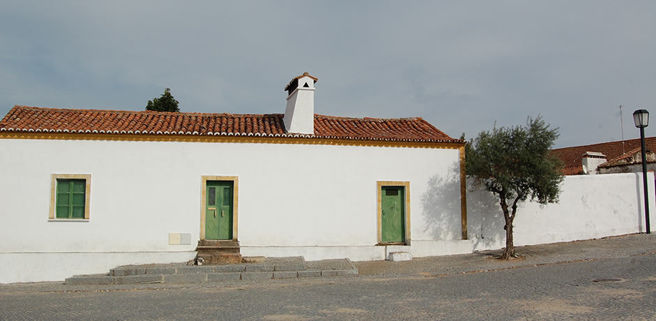 Typical Alentejo architecture, which reminds of Andalusian pueblos blancos.