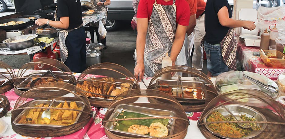 A food vendor at Legazpi Market, Manila
