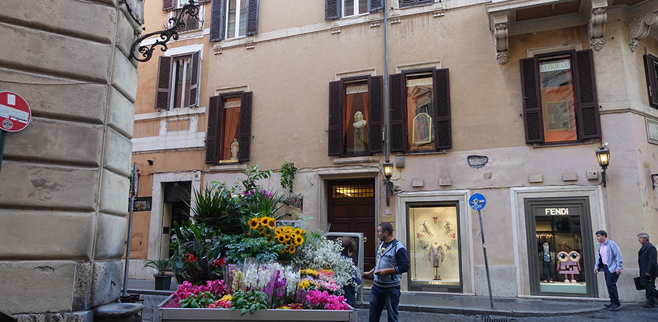 A flower vendor on the via della Fontanella di Borghese