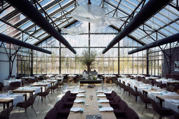 The dining room at De Kas in Amsterdam. Courtesy of Ronald Hoeben