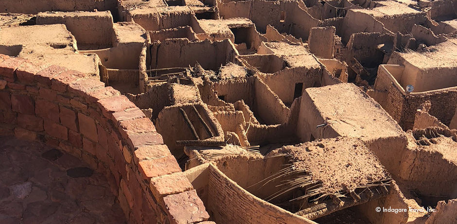 The ancient town of Al-`Ula consists of more than 1,000 homes, and its 14 gates (one for each of the 14 tribes living within) were locked each night and opened each morning.