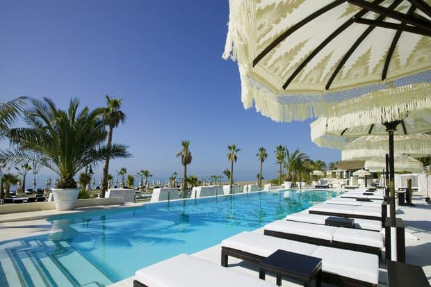Pool and lounge chairs at PuroBeach in Mallorca