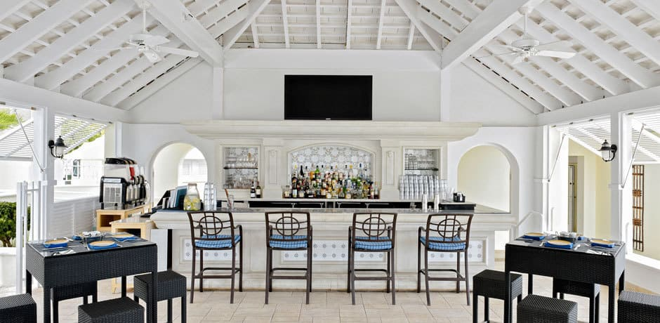 The Beach Club Bar at the Rosewood, Courtesy Bermuda Tourism
